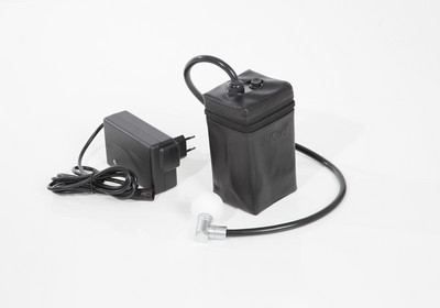 All electric JuCad trolleys come with a very compact JuCad Powerpack and a small, handy fast charger. The battery contains an energy recuperation system.